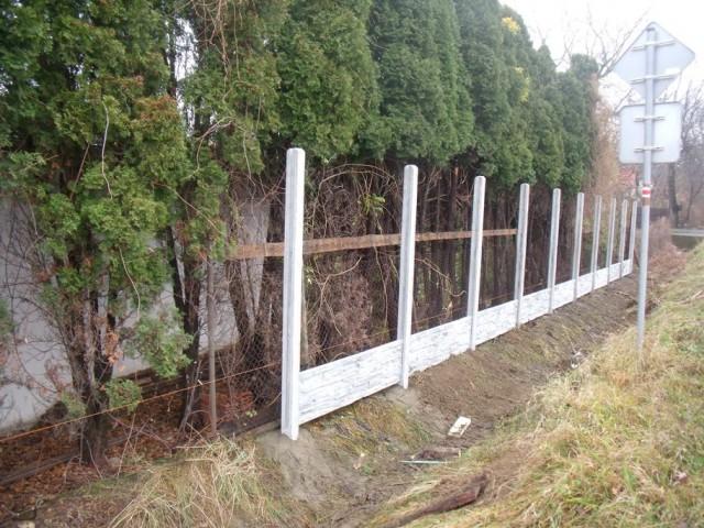Betonový plot montáž